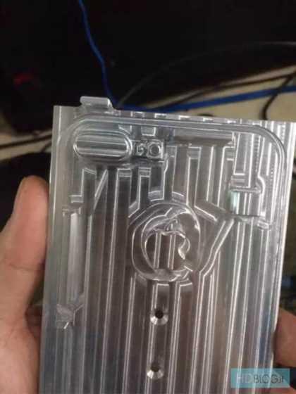 激冷えヒートシンク(放熱版)式のiPhone用の空冷アルミスマホケースを自作