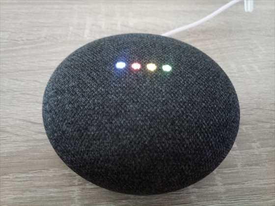 スマートスピーカー「Google Home Mini」の機能が居間や学生にはメッチャ便利【開封レビュー】