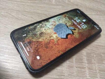 【iPhoneオリジナル壁紙】錆びた金属とメタルで廃工場風【Appleロゴ入り】