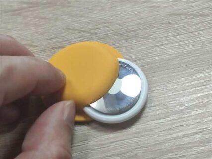 AirTagを貼り付けて装着or財布に入れておく用シリコンケース【レビュー】