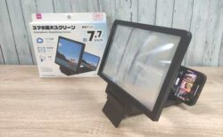 【百均】ダイソーで200円の7.7インチ「スマホ拡大スクリーン」は使える?【レビュー】